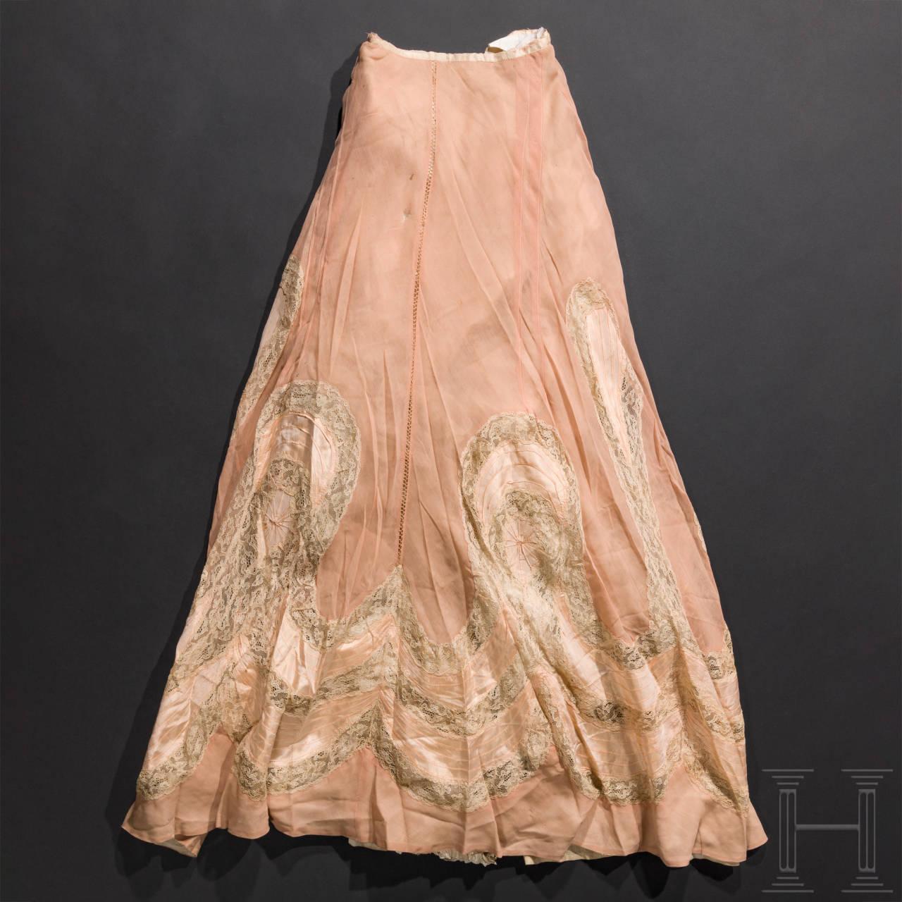 Kaiserin Elisabeth von Österreich - zweiteiliges, lachsfarbenes Sommerkleid aus Korfu