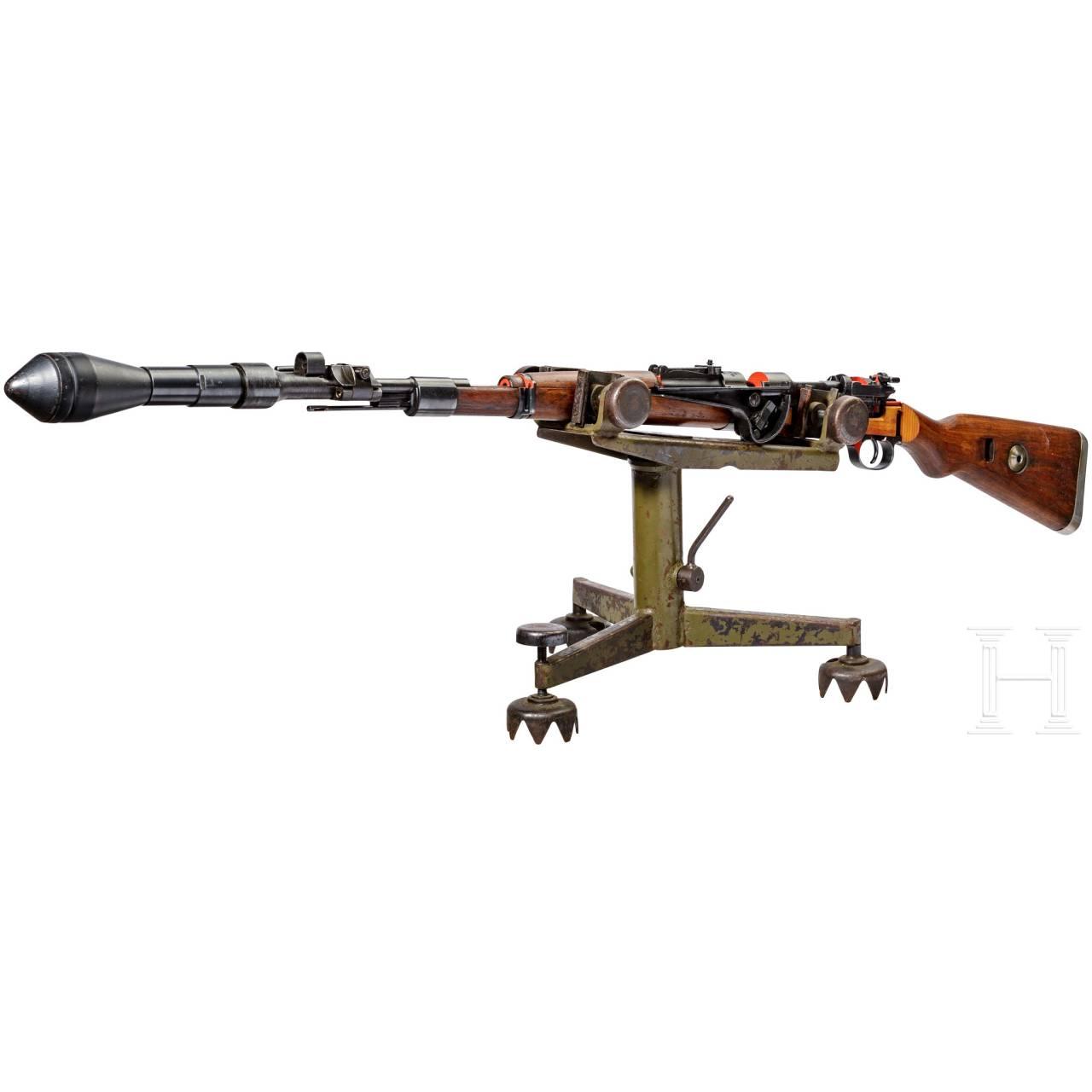 Schnittmodell Preduzece 44 mit Gewehrgranatgerät 42 auf Dreibein
