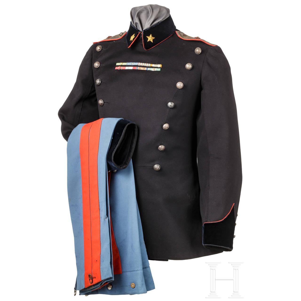 Uniformensemble für Generale aus der Regierungszeit des Königs Umberto II. von Savoyen (1904-83)
