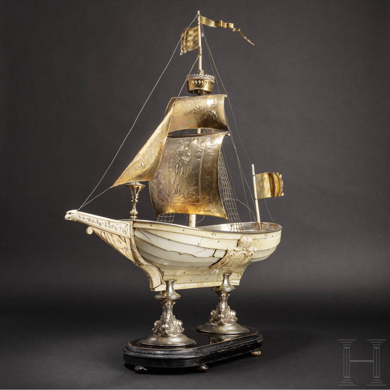Prächtiger Tafelaufsatz in Form eines großes Elfenbeinschiffes, Frankreich oder deutsch, 1. Hälfte 19. Jhdt.