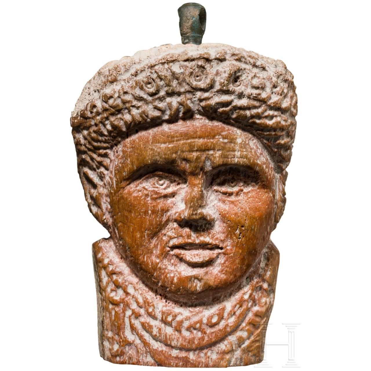 Seltenes spätantikes Kaiserporträt aus Bein, römisch, 4. Jhdt.