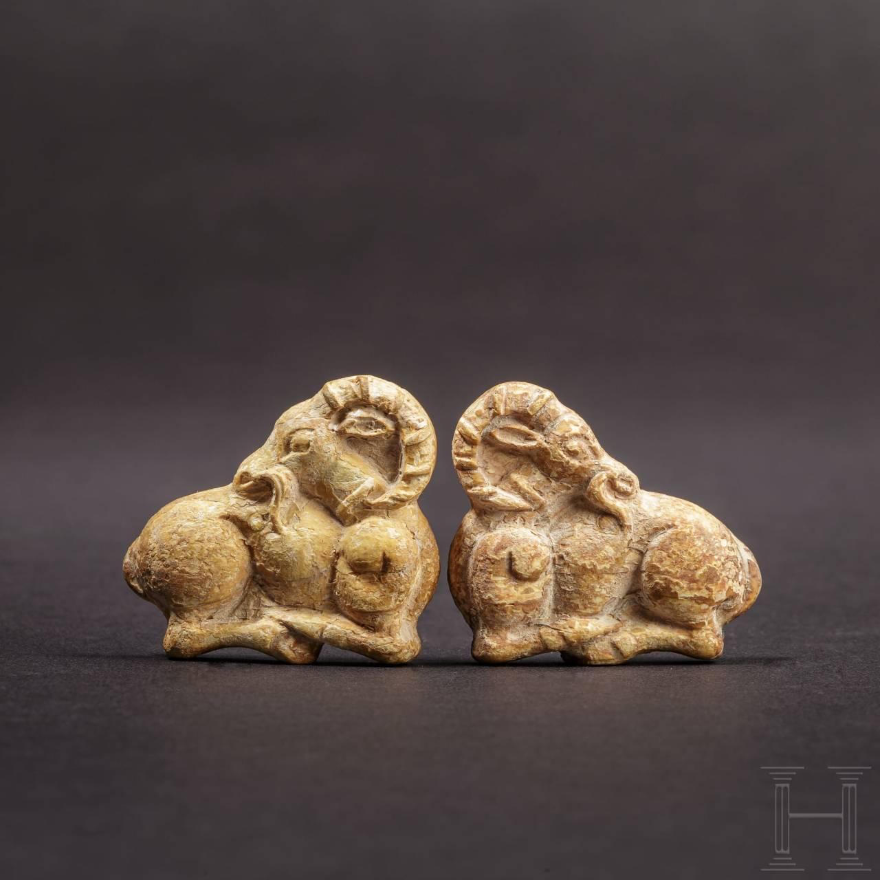 Ein Paar Steinbockappliken, Bein, achämenidisch, 5. - 4. Jhdt. v. Chr.