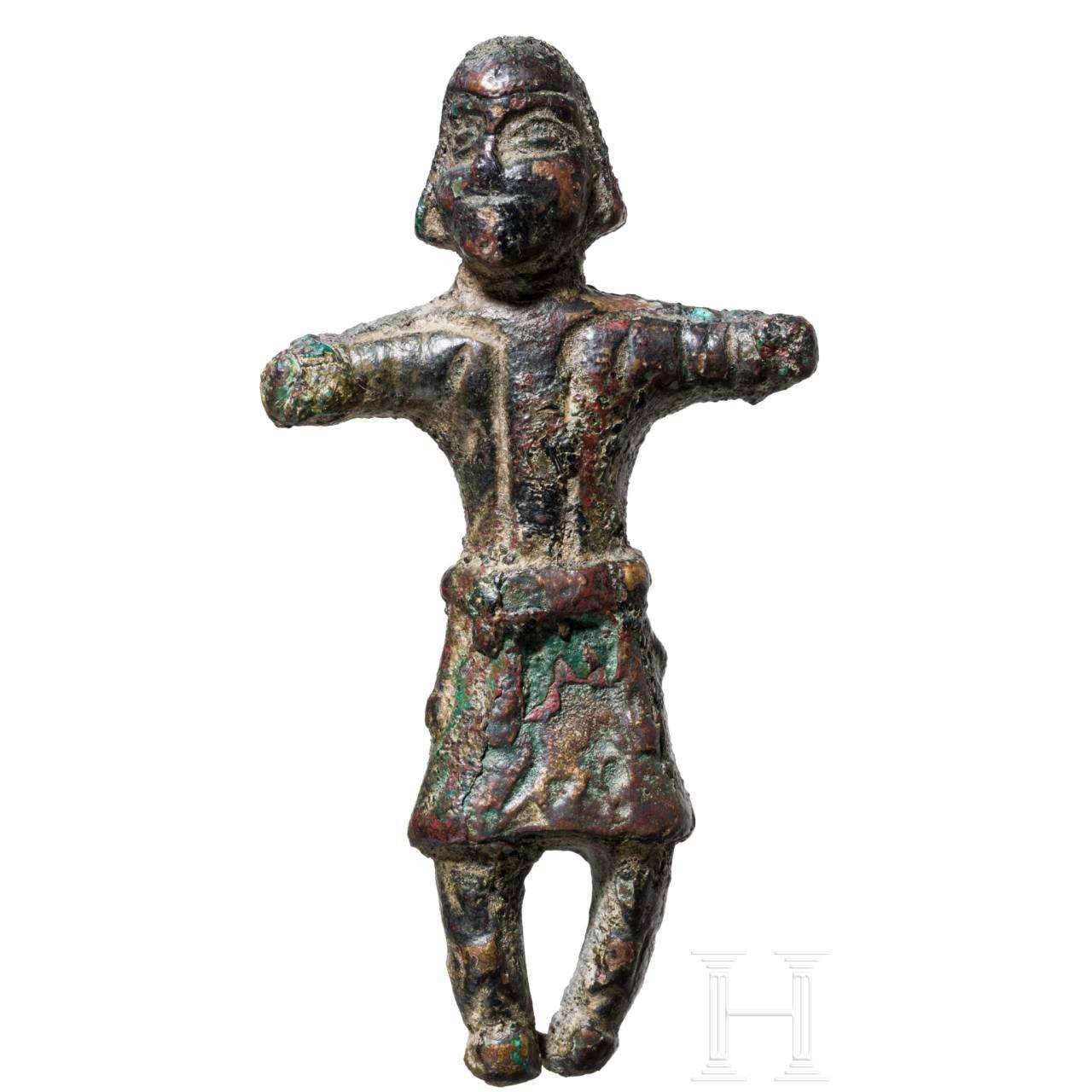 Seltene Bronzefigur eines sassanidischen Würdenträgers, Persien, 5. - 7. Jhdt.