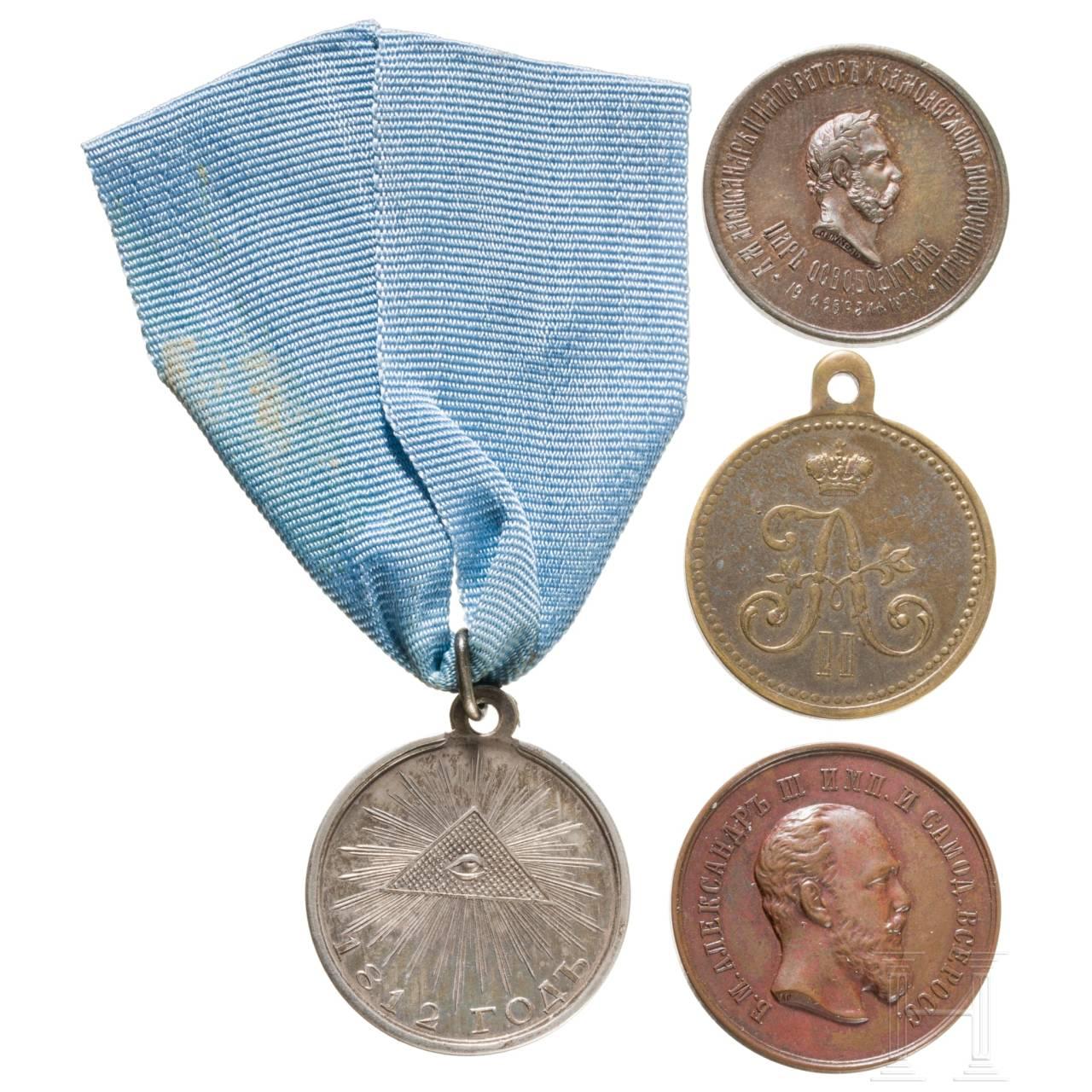 Silberne Medaille für den Vaterländischen Krieg 1812 sowie drei weitere Medaillen, Russland, überwiegend 19 Jhdt.