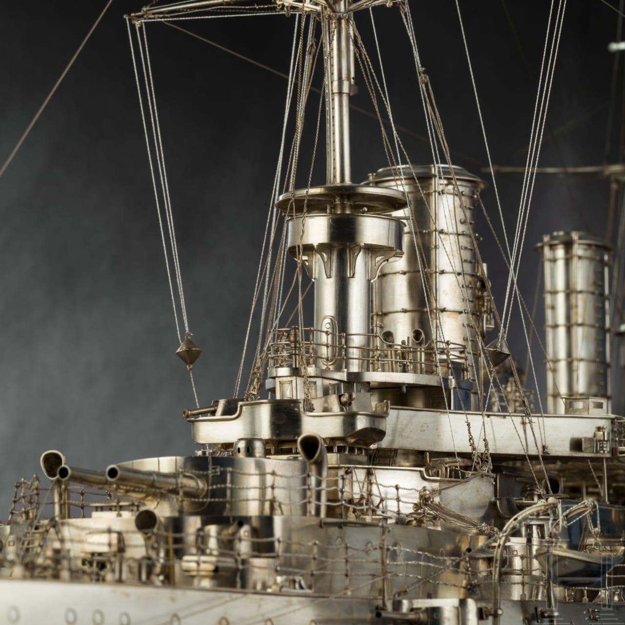 """Prinz Heinrich von Preußen (1862 - 1929) - prachtvolles, in Silber gefertigtes Modell seines Flaggschiffes """"SMS Kaiser Friedrich III."""", als Chef des I. Geschwaders, 1900-03"""