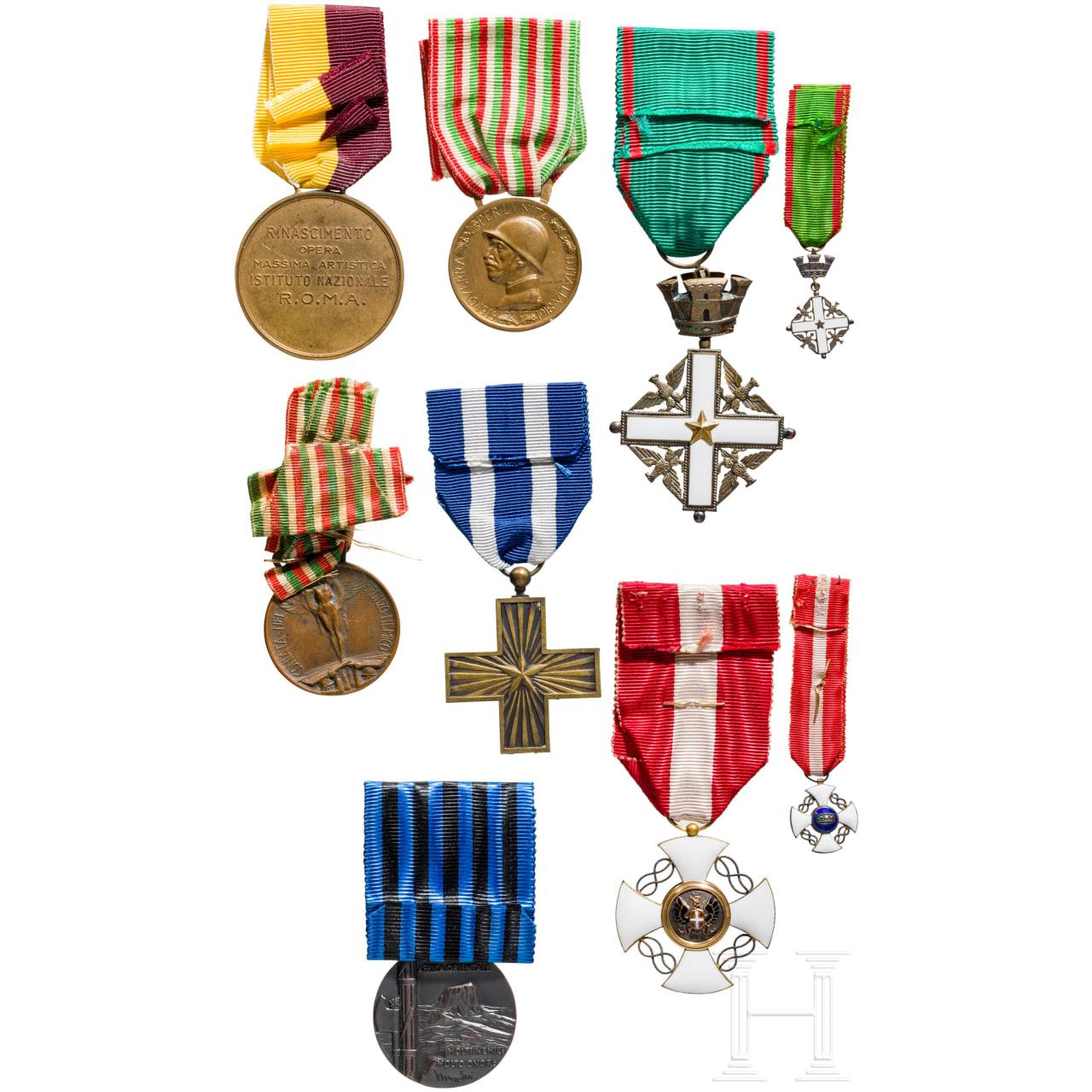 Orden der Krone von Italien - Kreuz der Ritter im Etui und weitere Auszeichnungen, Italien, 20. Jhdt.