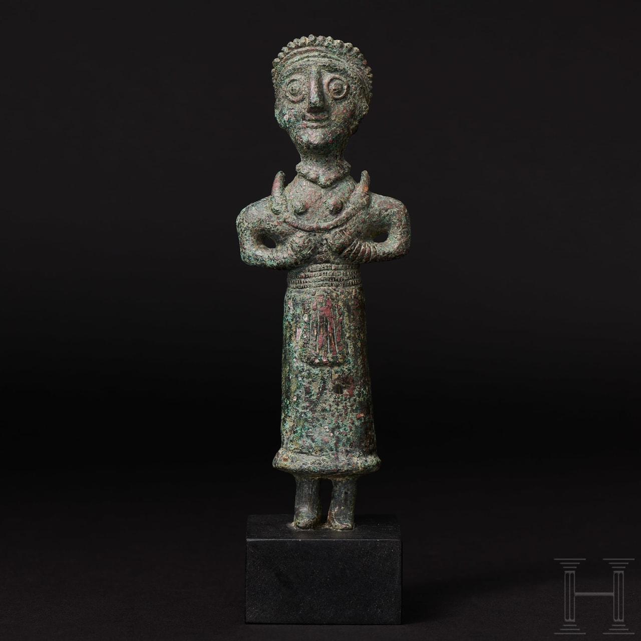Elamitische Bronzestatuette einer Priesterin, Vorderasien, 3. Jtsd. v. Chr.