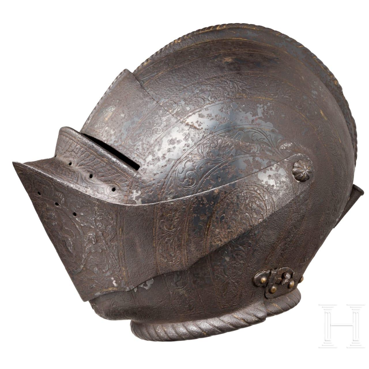 Bedeutender geschlossener Helm mit getriebenem und graviertem Dekor, süddeutsch oder Italien, um 1560