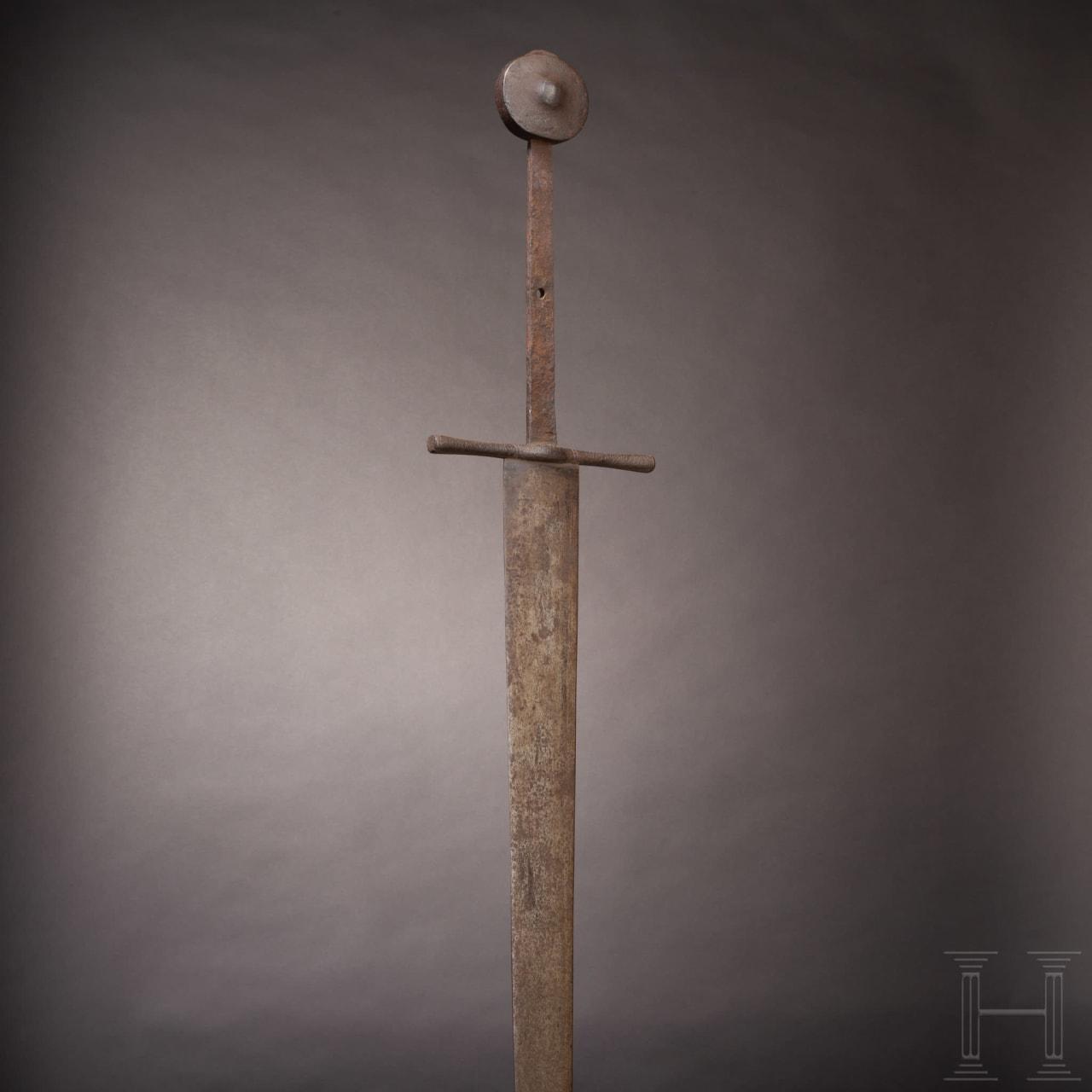 Seltenes zweihändiges Kampfschwert mit schwerer einschneidiger Klinge, deutsch, um 1350 - 1400
