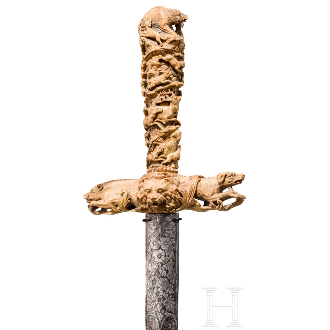 A finely carved hilt of a deluxe French hunting hanger, 19th century