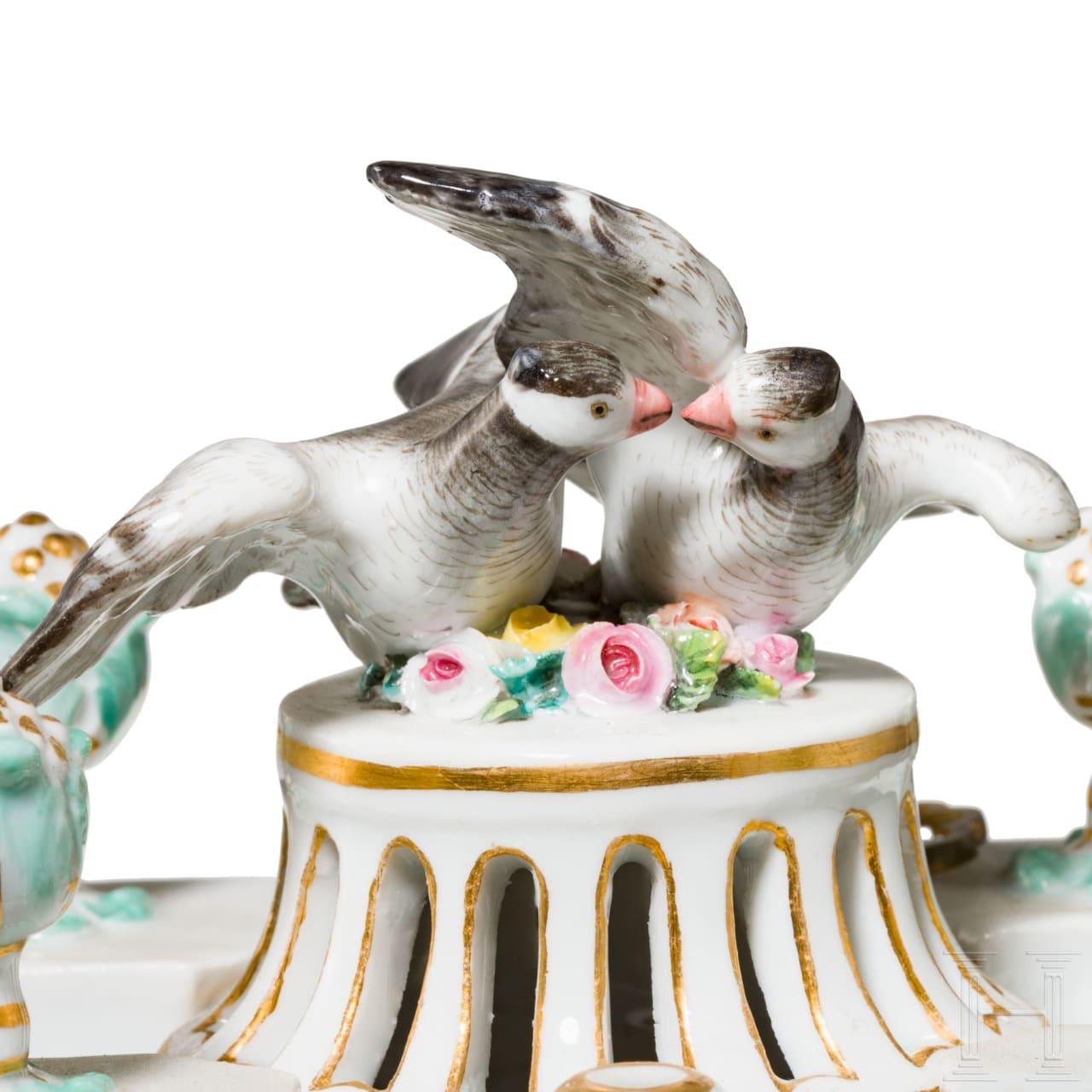 Zauberhafte Porzellan-Pendule mit Amor, Meißen, 19. Jhdt.