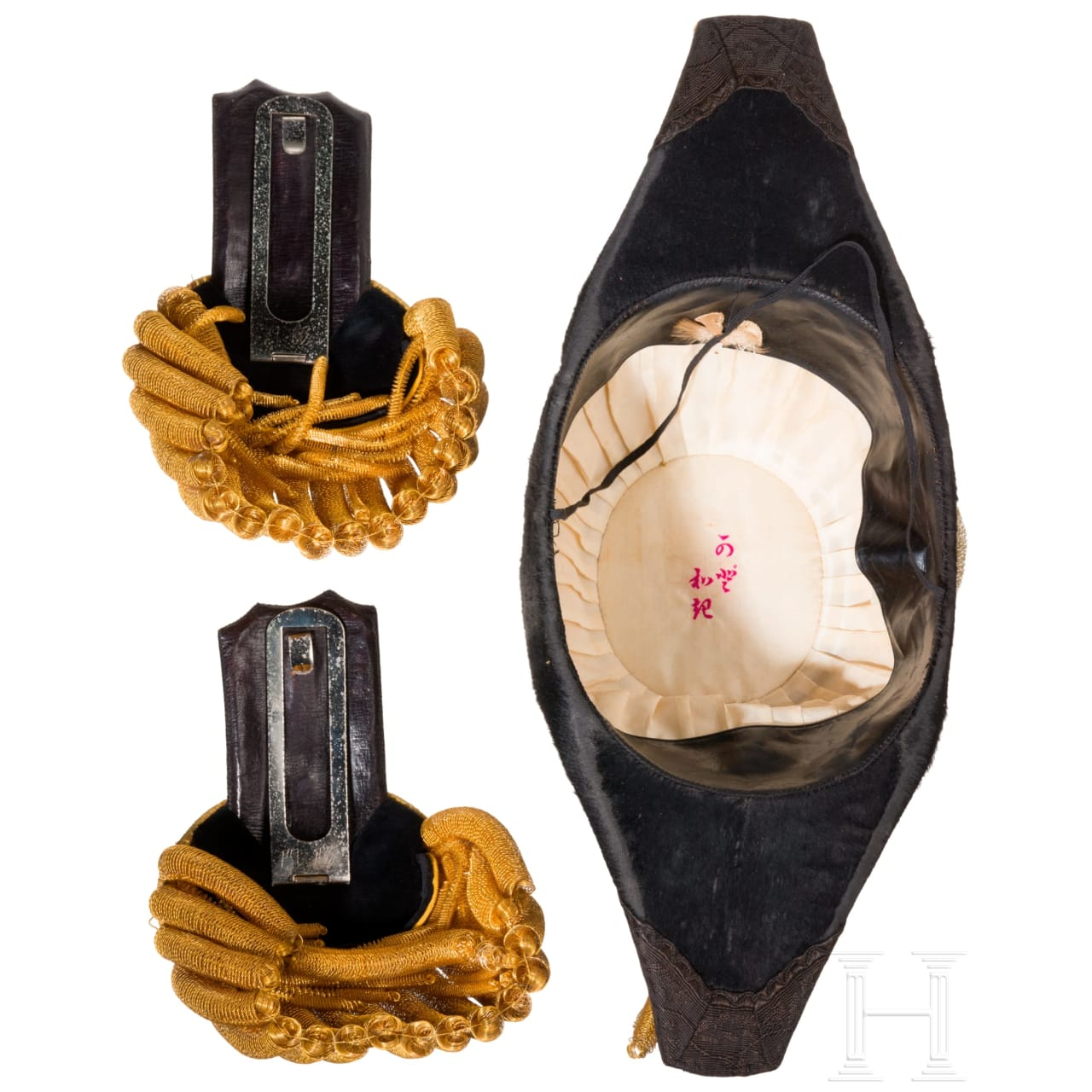 Hut und Epauletten eines Korvettenkapitäns (Syosa) der Kaiserlichen Marine