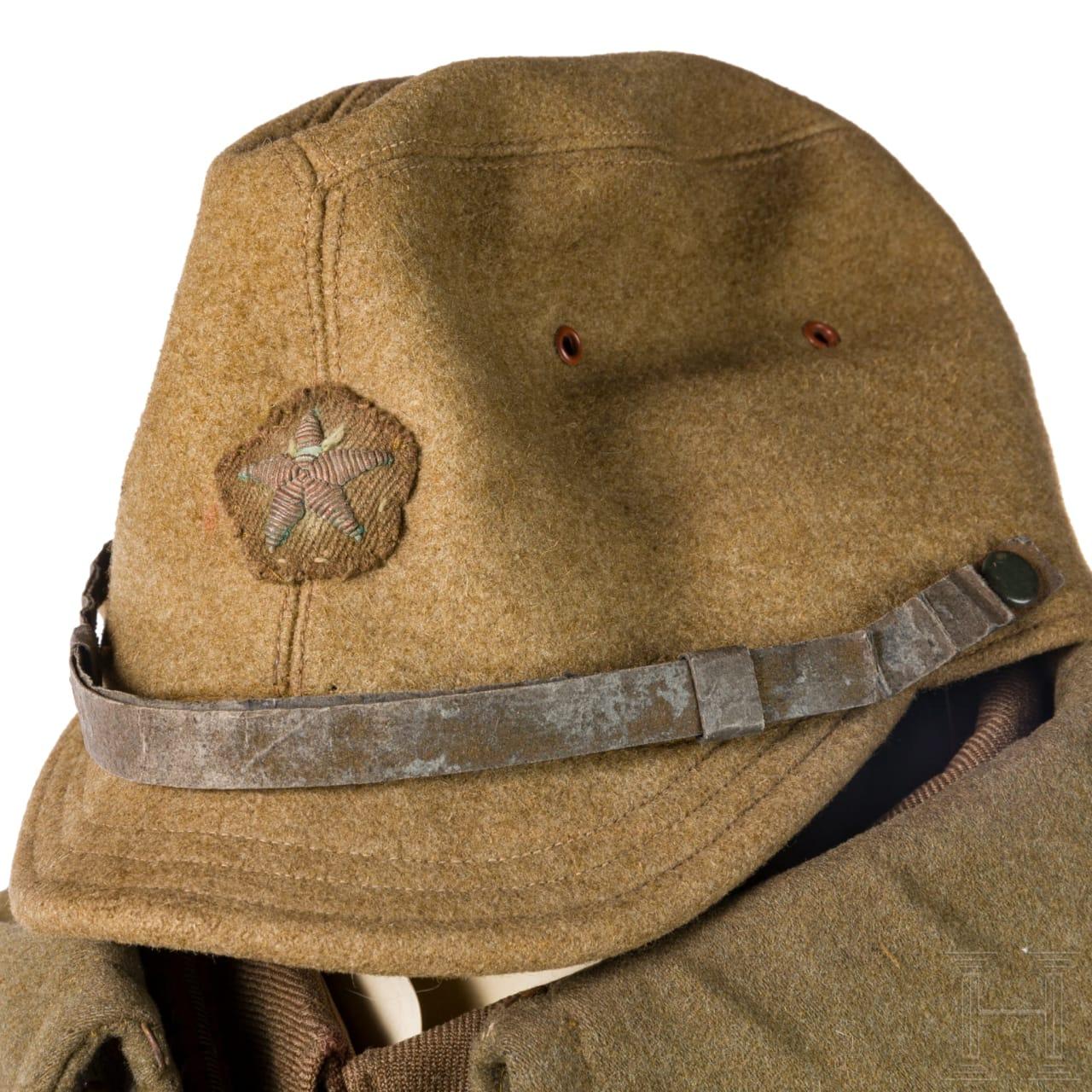 Uniform- und Ausrüstungsensemble eines Armee-Offiziers im 2. Weltkrieg