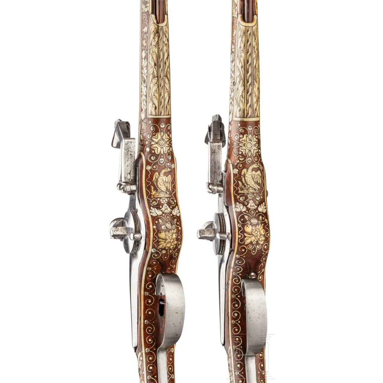 Ein Paar lange, verbeinte Radschlosspistolen, Teschen, um 1630