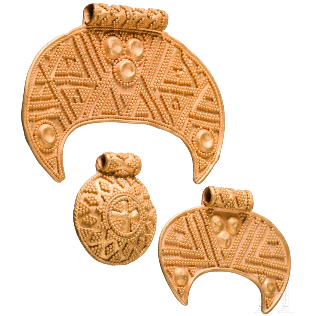 A Scandinavian Viking gold necklace, 10th – 11th century