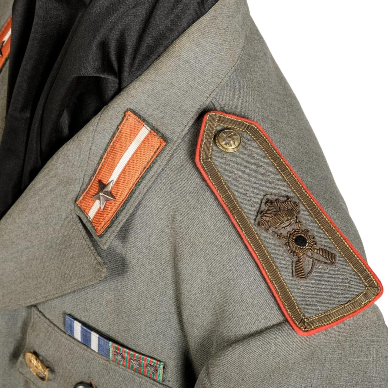 "Uniform M 40 für einen Leutnant des Infanterie-Regiments ""Lupi di Toscana"""