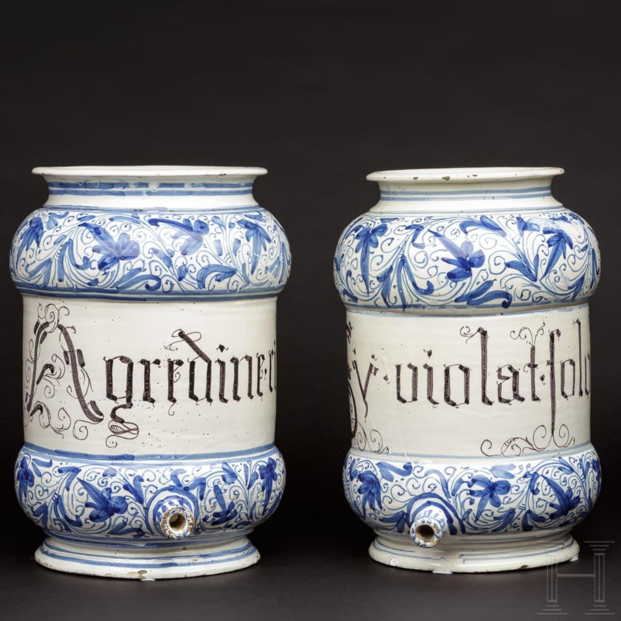 Ein Paar Apothekergefäße in Form von Sirupkannen, Italien, 17. Jhdt.