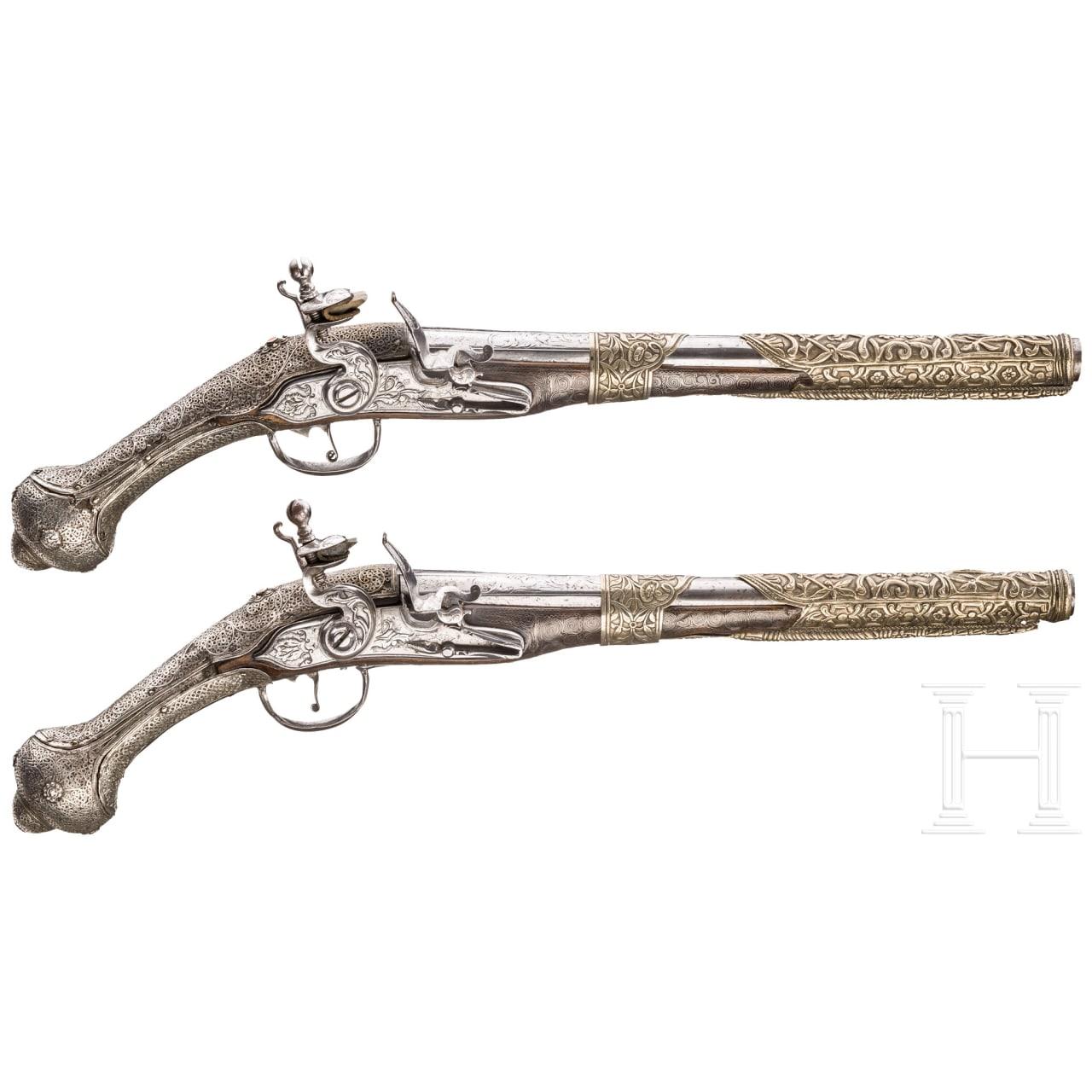 Ein Paar silberfiligranverzierte Steinschlosspistolen, balkantürkisch, datiert 1802
