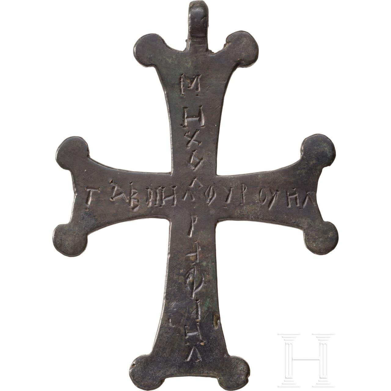Großer Kreuzanhänger mit Inschrift, mittelbyzantinisch, 9. - 11. Jhdt.