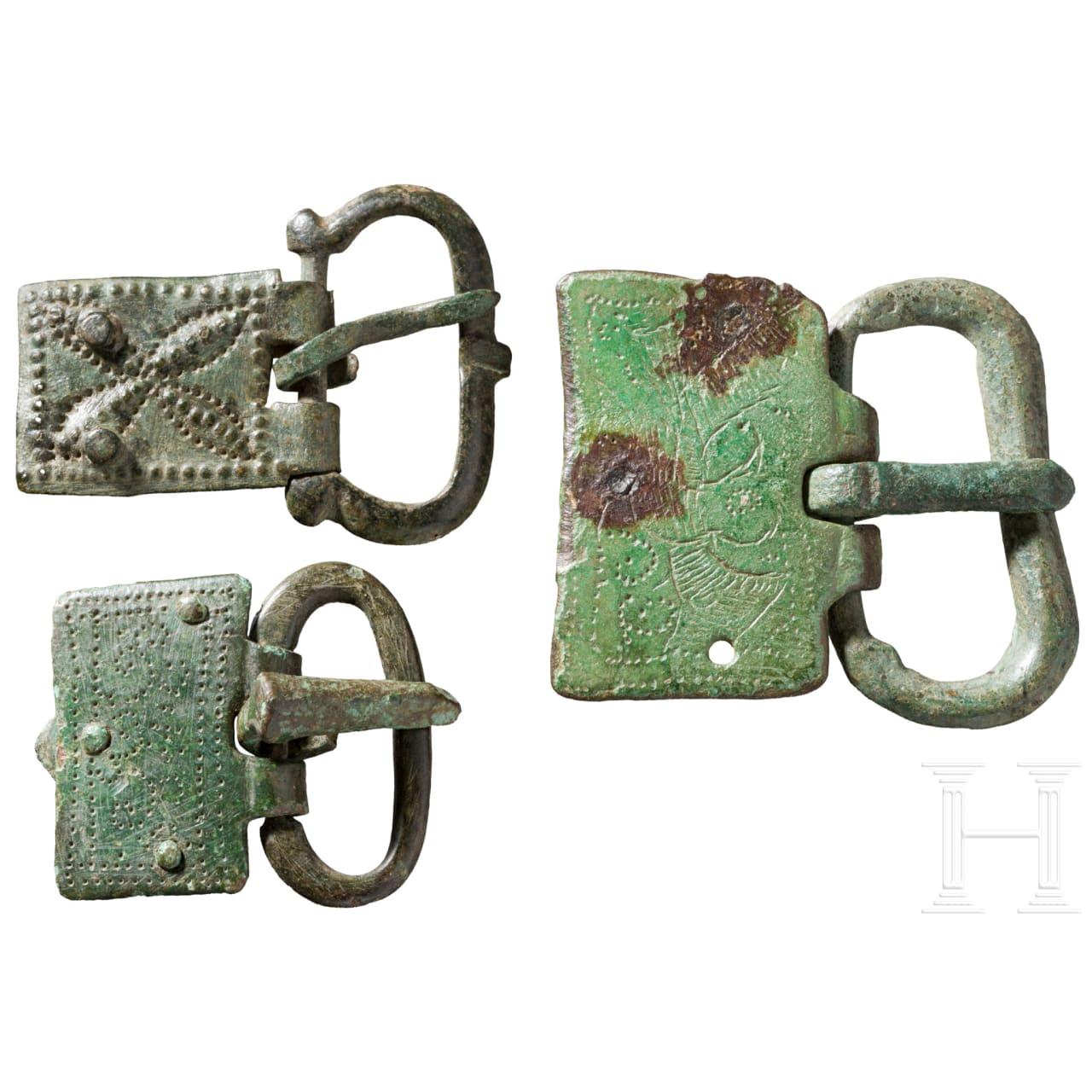 Drei Gürtelschnallen mit punzverzierten Platten, spätrömisch-frühbyzantinisch, 5. Jhdt. v. Chr.