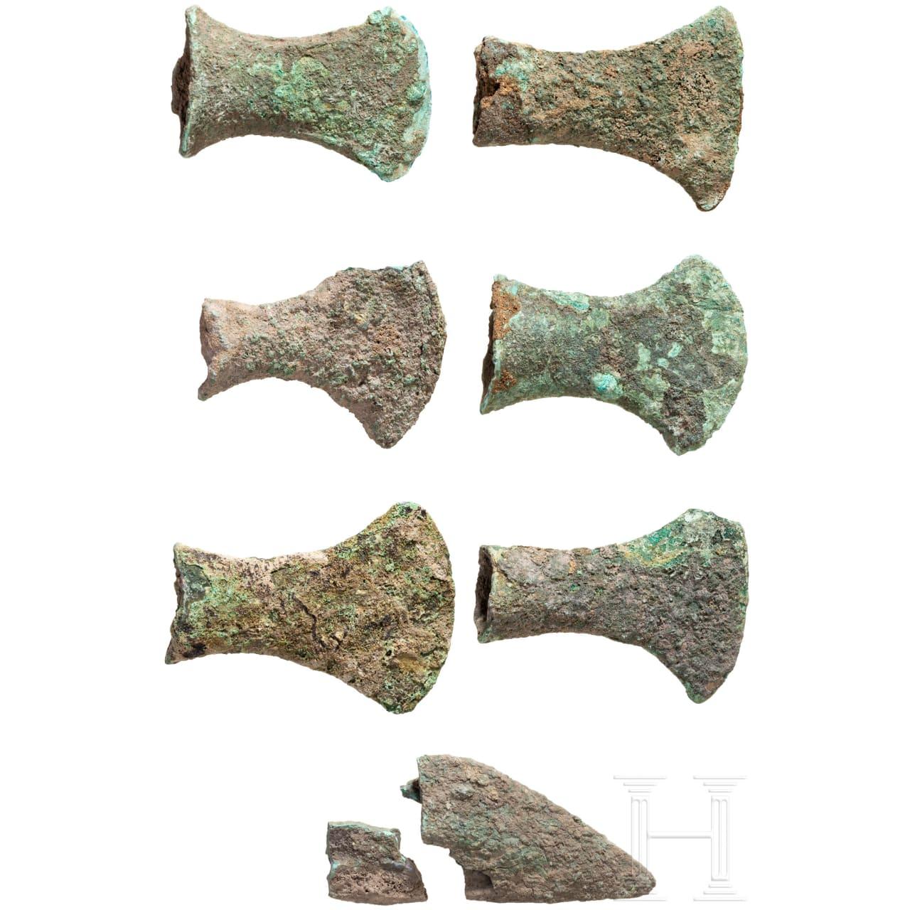 Sechs Tüllenäxte und eine Spitze, Bronzezeit, Südosteuropa bis kaspischer Raum, 2. Jtsd. v. Chr.