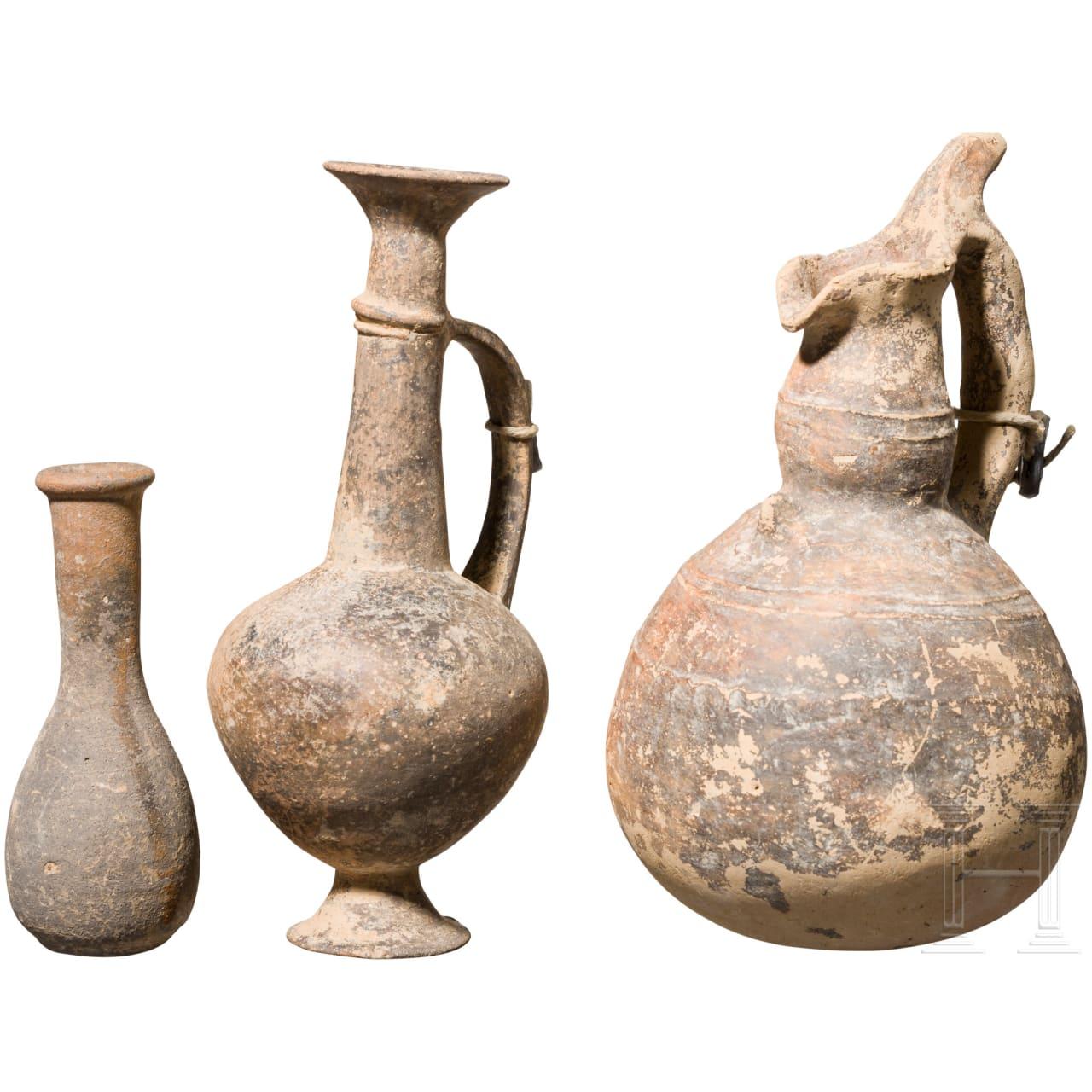 Eine Kanne und zwei Parfümfläschchen, Zypern, Bronzezeit bis römisch