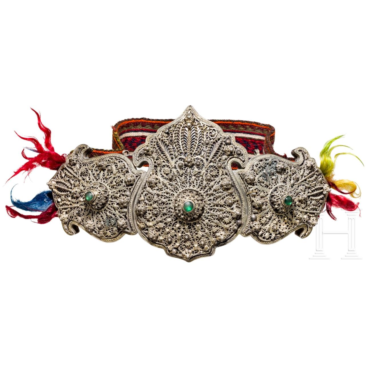 Große, filigranverzierte Gürtelschließe aus Silber, osmanisch, 19. Jhdt.