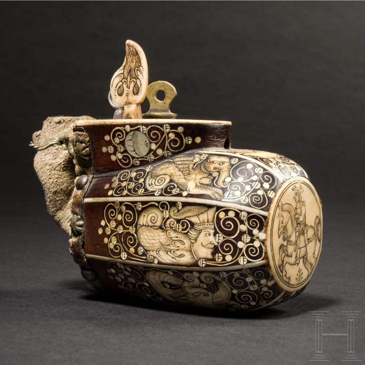 Fein verbeinte Pulverflasche für Teschinken, Teschen, um 1660