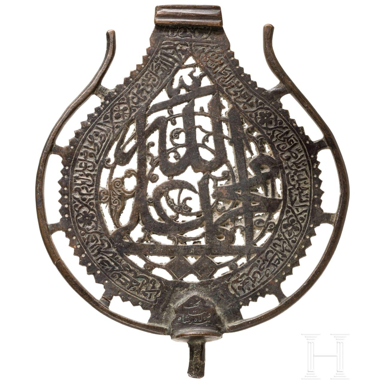 A Persian bronze standard, 16th/17th century