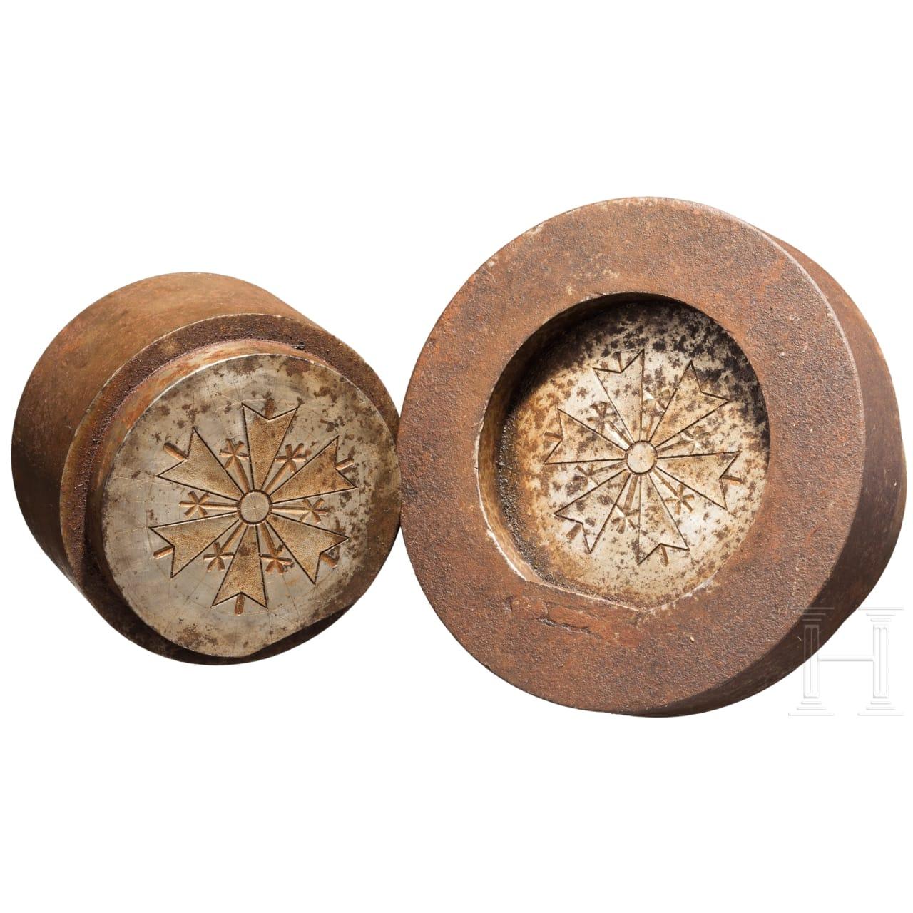Ein Paar Prägewerkzeuge für ein baltisches Großkreuz