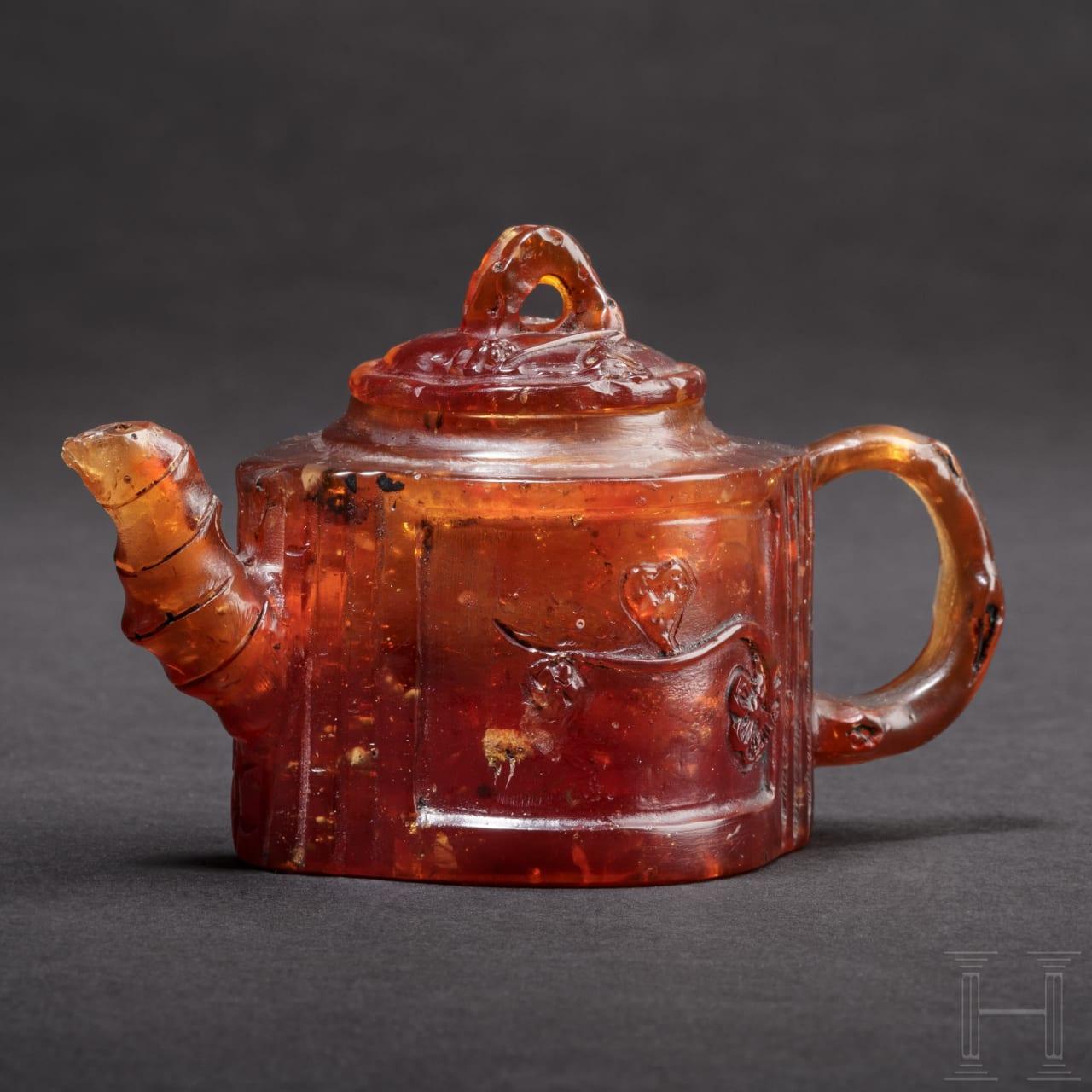 Seltene Miniatur-Teekanne aus Bernstein, Königsberg, um 1700/20