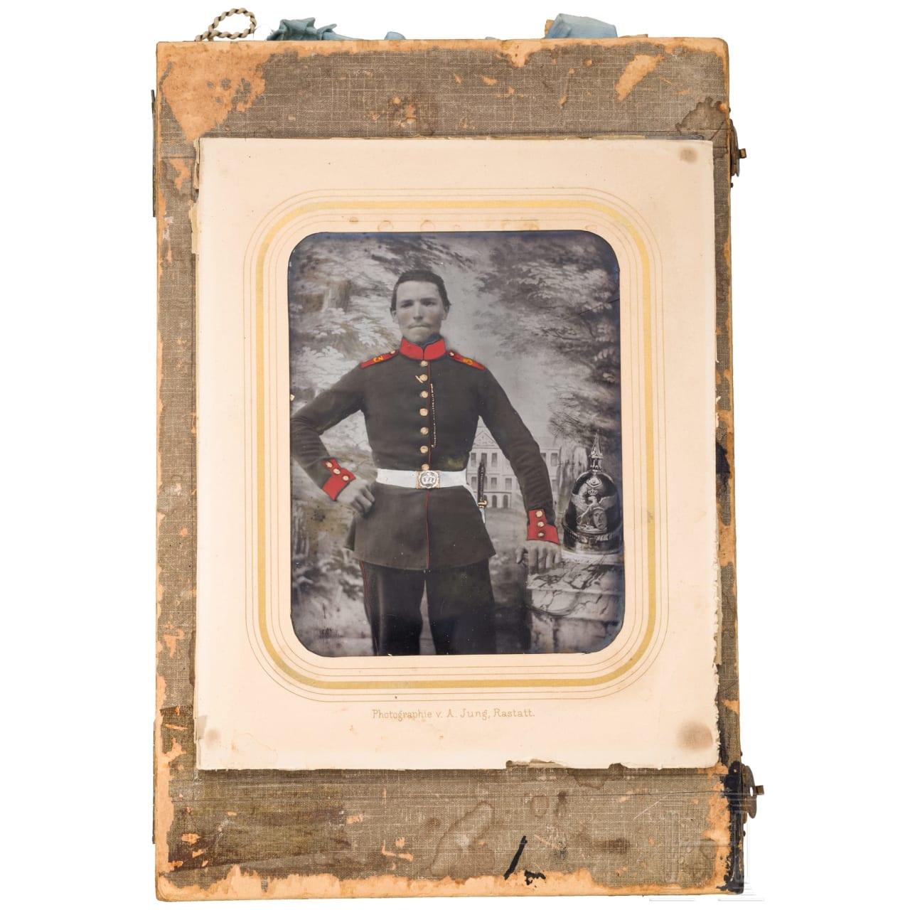 Teilkolorierte Aufnahme eines Soldaten des 3. Infanterie-Regiments Markgraf Ludwig Wilhelm, um 1855