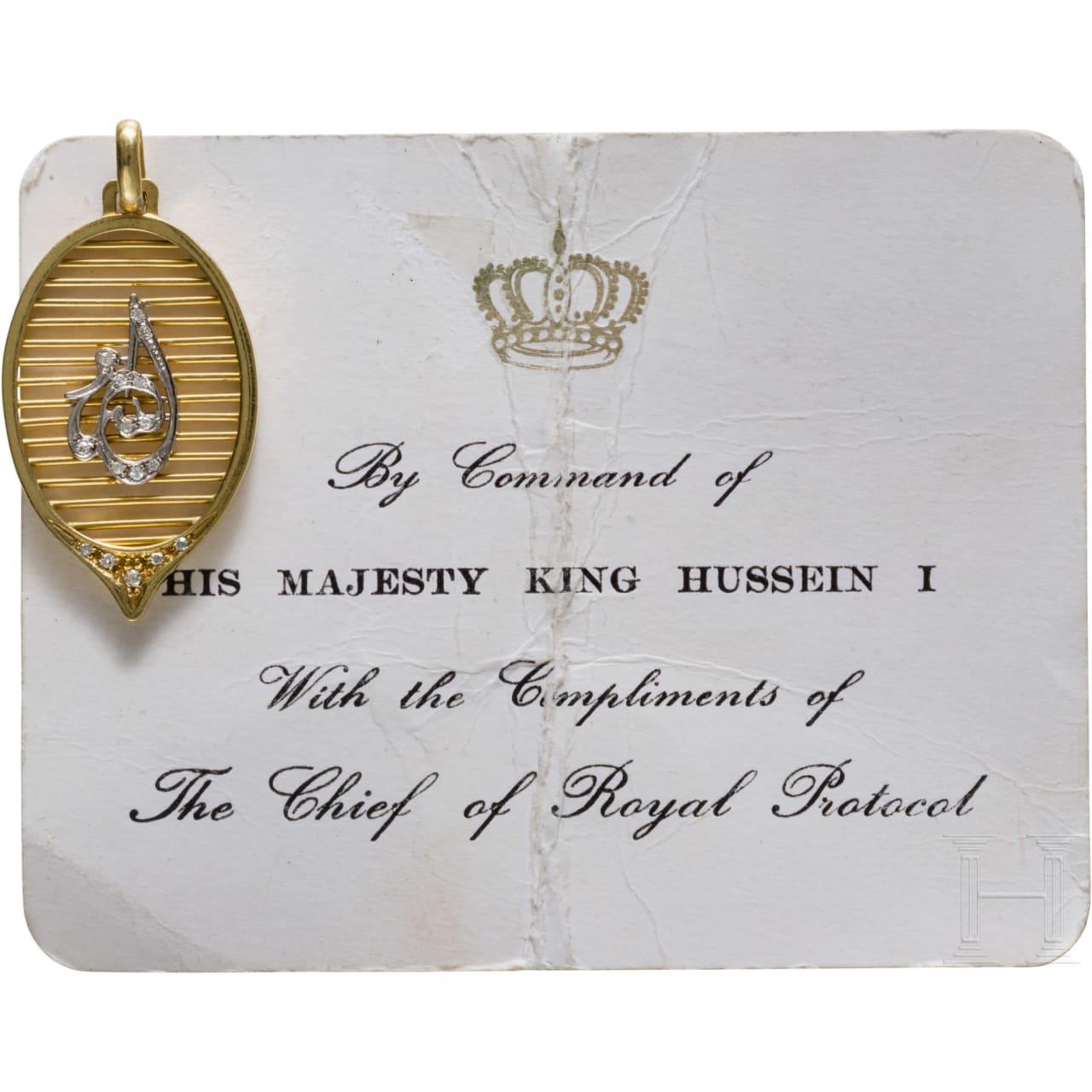 König Hussein I. von Jordanien (1935-99) - diamantbesetzter Goldanhänger mit silbernem Schriftzeichen