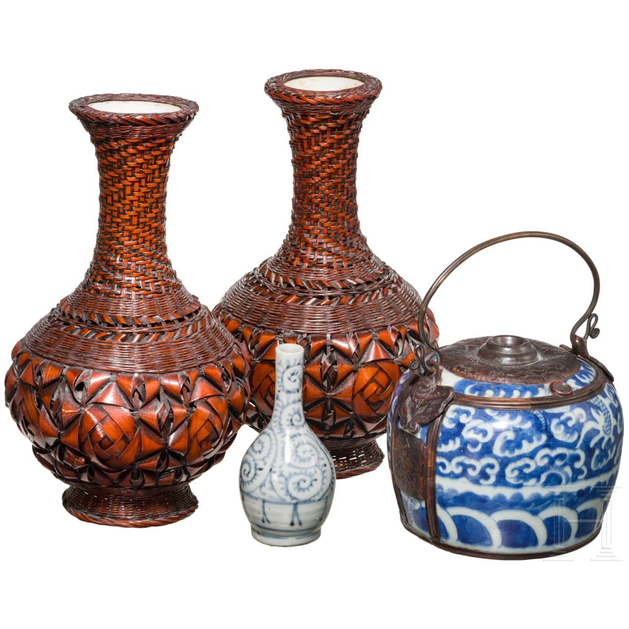 Konvolut Japan bestehend aus zwei Ikebana-Vasen, Miniaturvase und Henkeltopf, Japan, 19. Jhdt