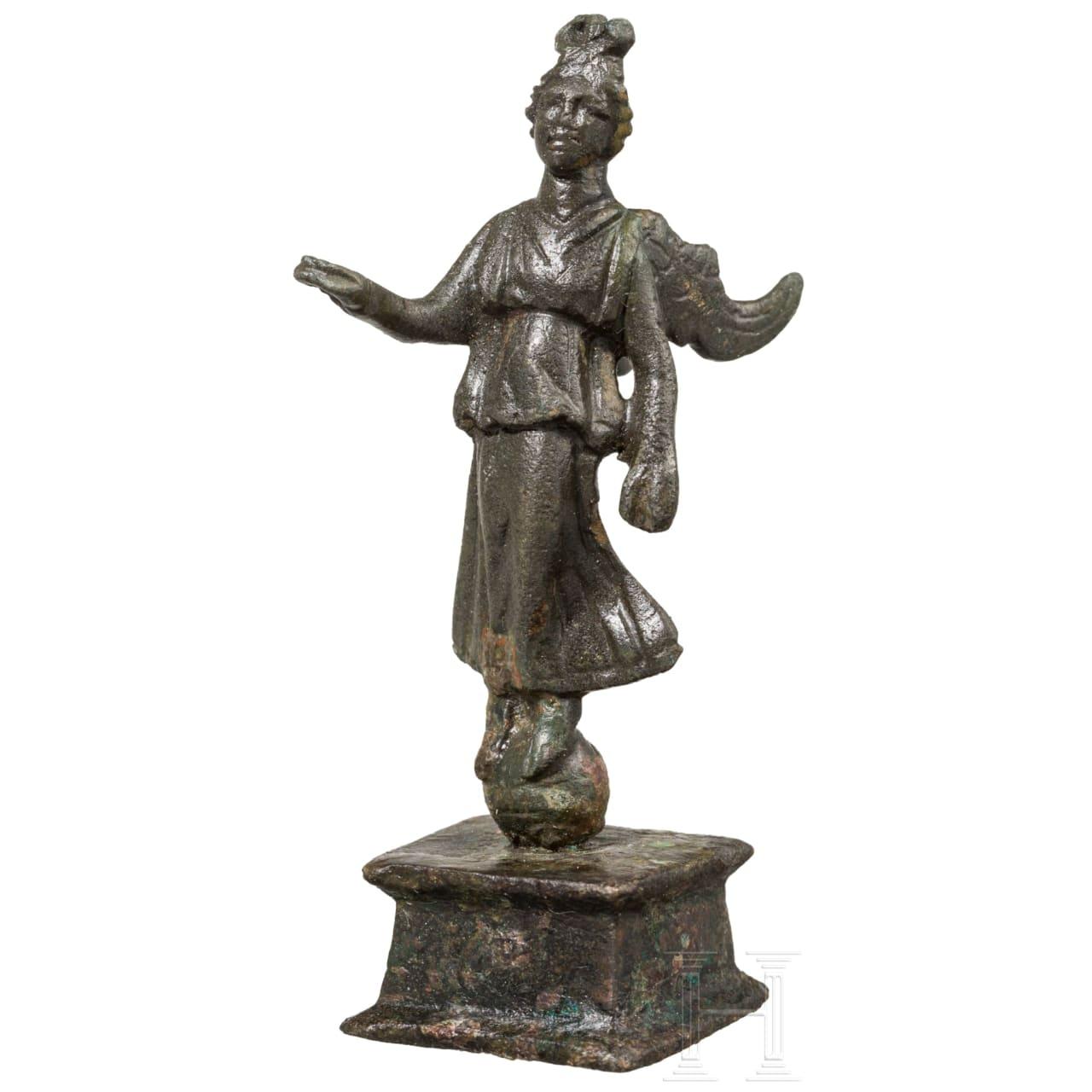 Bronzestatuette der Siegesgöttin Victoria, römisch, 2. - 3. Jhdt.