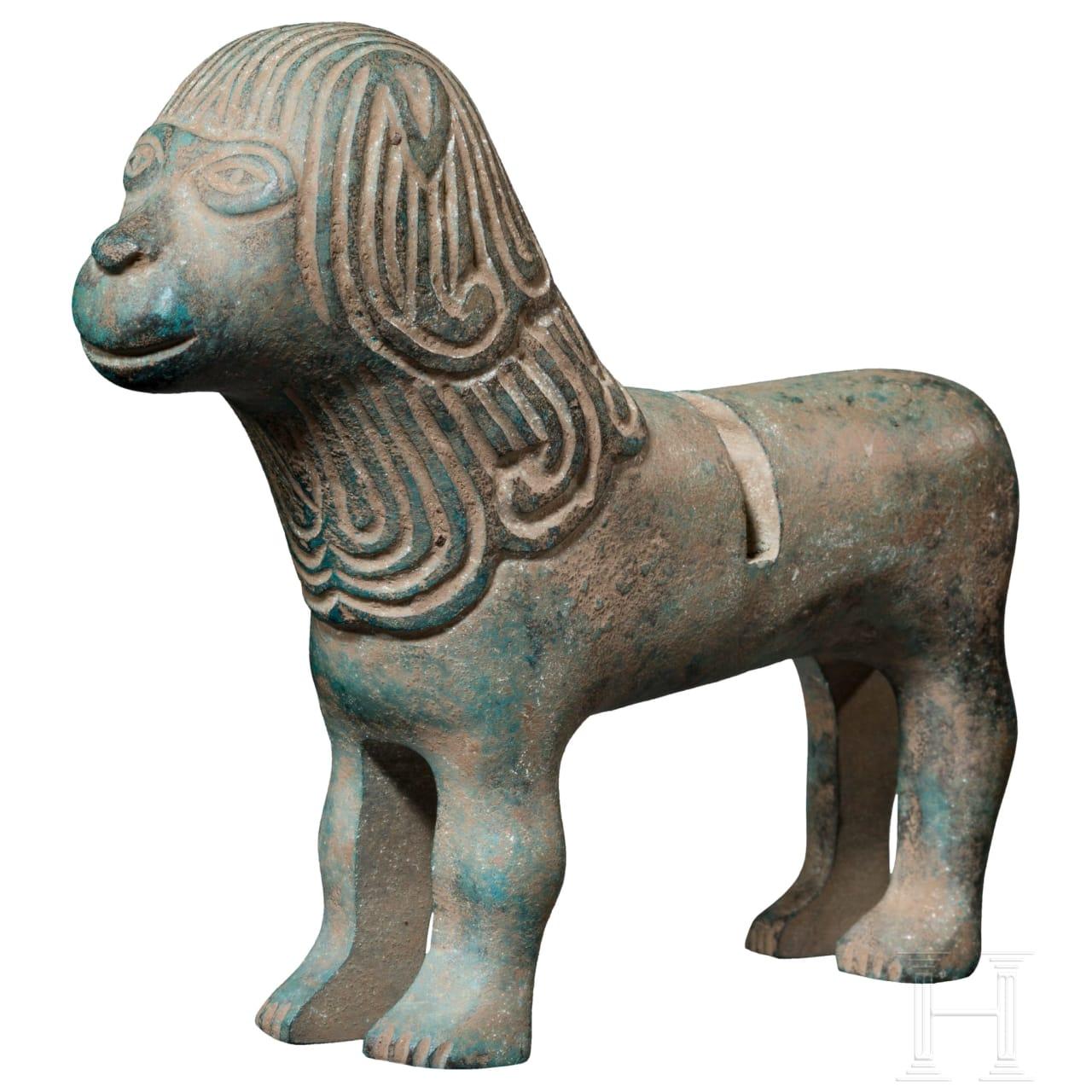 Bronzeskulptur eines Löwen, frühromanisch, 10. - 11. Jhdt.