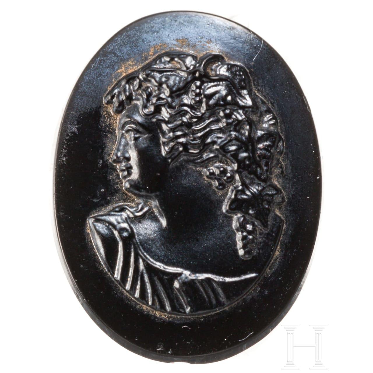 Schwarzer Kameo mit feinem Porträt des jugendlichen Dionysos, wohl 19. Jhdt.