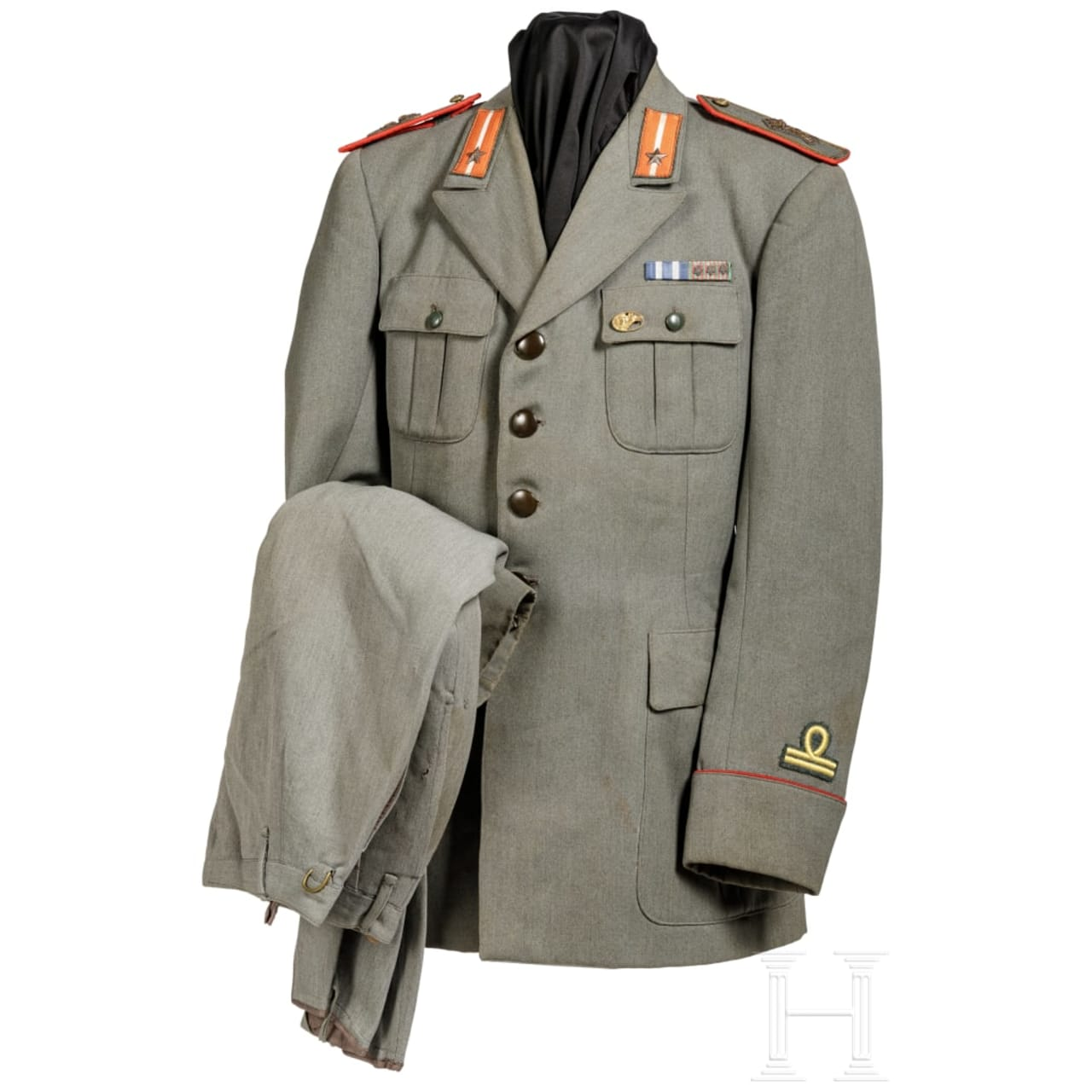 "A uniform M 40 for a lieutenant of the infantry regiment ""Lupi di Toscana"""