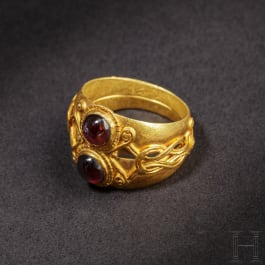 An elegant Roman double gold ring with Herakles knot, 1st - 2nd century A.D.