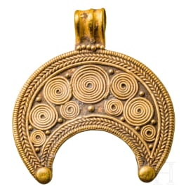 A fine Roman Lunula-amulett, 1st - 3rd century