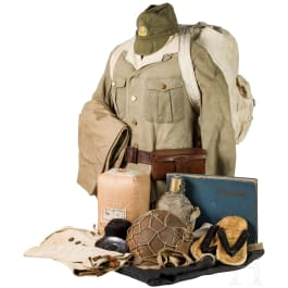 Uniform and equipment ensemble of a soldier of the marines in World War II