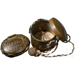 Travel compass, C. G. Collin, Stockholm and a snuffbox, 18th/19th century