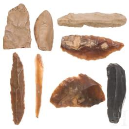 Acht urgeschichtliche Flintwerkzeuge aus Persien