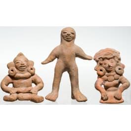 Three Mexican terracotta figures, Veracruz, 300 - 900 n. Chr.