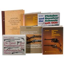 Sechs Bücher zum Thema Schusswaffen