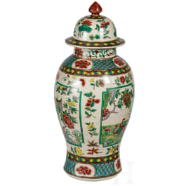 A large Chinese famille verte vase with lid, late Qing dynasty, circa 1900