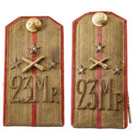 Ein Paar Schulterstücke für einen Hauptmann des 23. Mörser/Mortar-Regiments, Russland, um 1910/15