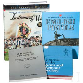 Vier Waffenbücher in englischer Sprache