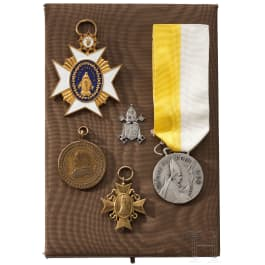 Pope Paul VI - a Benemereneti medal for merits in the holy year 1975, in box