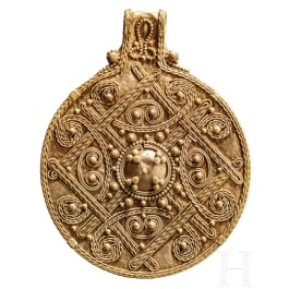 A filigrane Viking golden pendant, 9th - 11th century